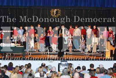 4th Grade Xmas Program 12-17-07 004