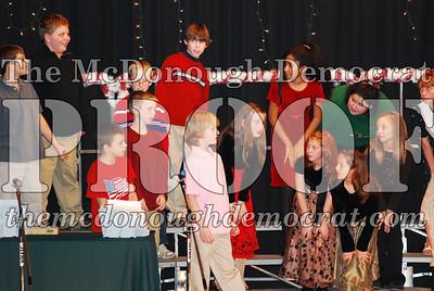 5th Grade Xmas Program 12-17-07 014