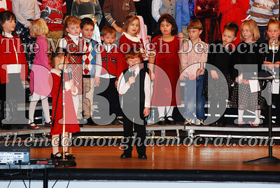 Kindergarten Xmas Program 12-17-07 012