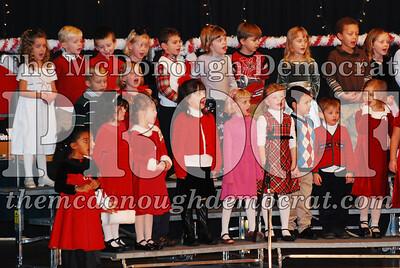 Kindergarten Xmas Program 12-17-07 014