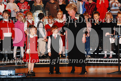 Kindergarten Xmas Program 12-17-07 017
