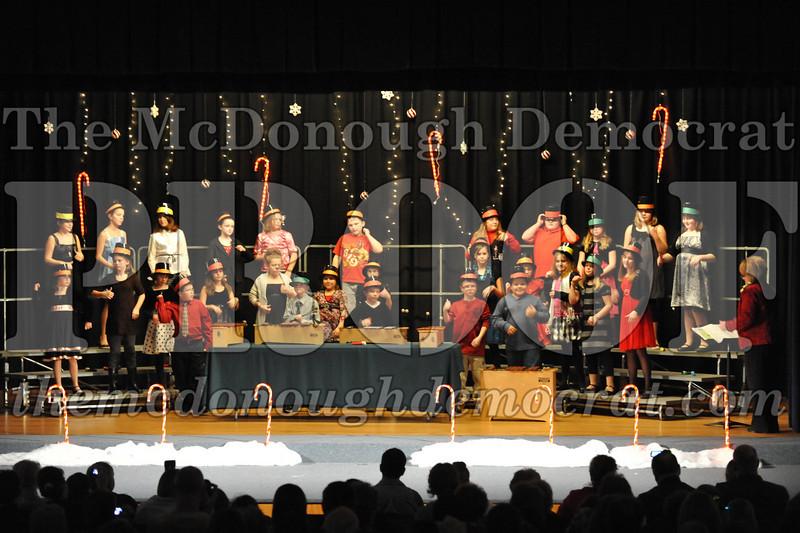 Elem 4th & 5th gr Christmas Choral Concert 12-14-10 026