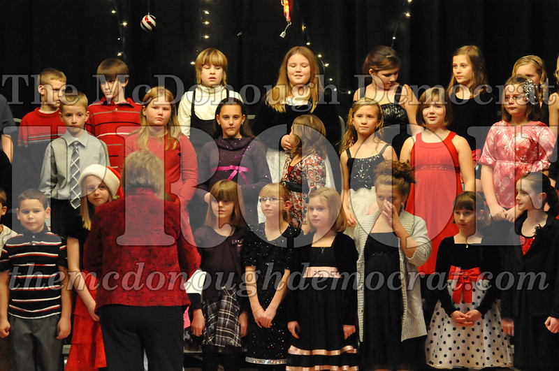Elem 4th & 5th gr Christmas Choral Concert 12-14-10 067