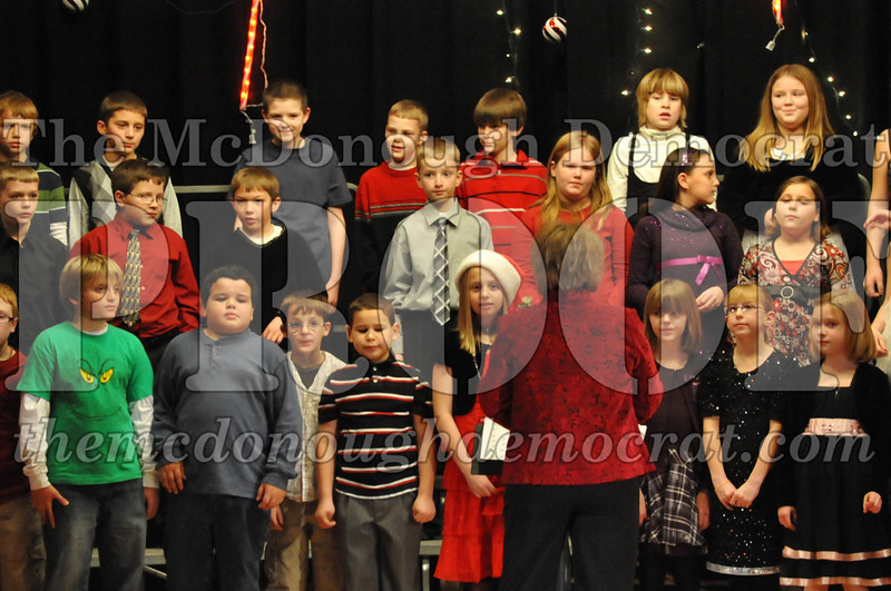 Elem 4th & 5th gr Christmas Choral Concert 12-14-10 068