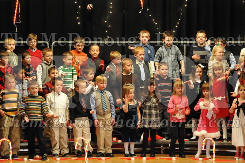 Elem K & 1st gr Christmas Choral Concert 026
