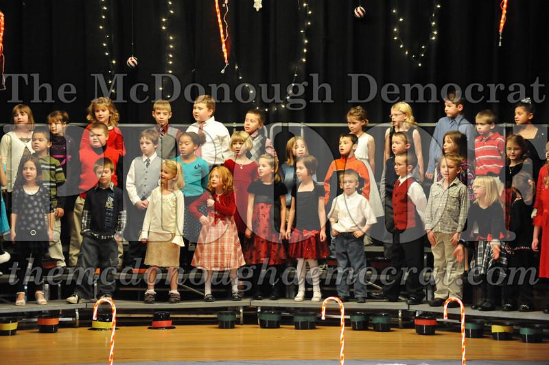 Elem K & 1st gr Christmas Choral Concert 043