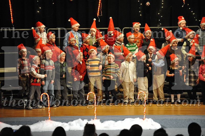 Elem K & 1st gr Christmas Choral Concert 031