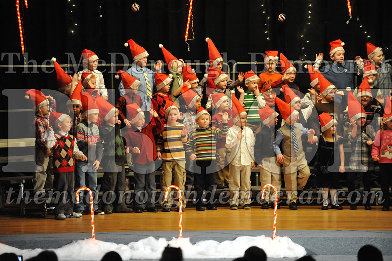 Elem K & 1st gr Christmas Choral Concert 035