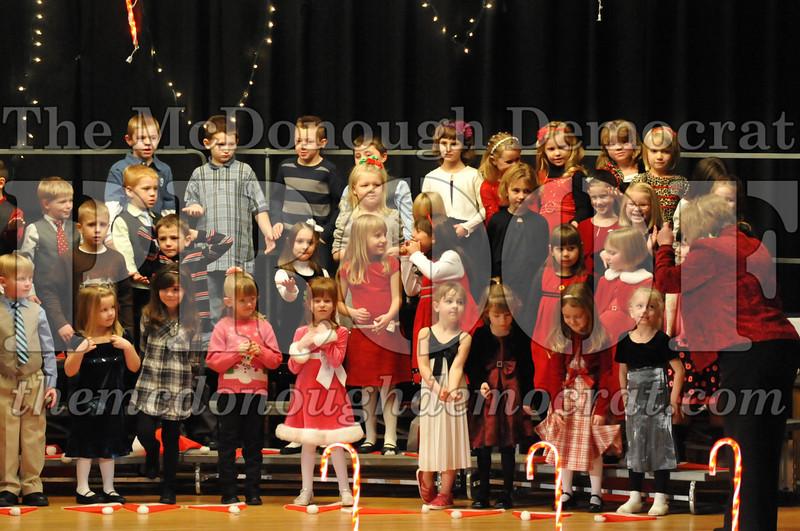 Elem K & 1st gr Christmas Choral Concert 027