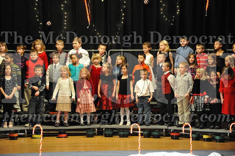 Elem K & 1st gr Christmas Choral Concert 048