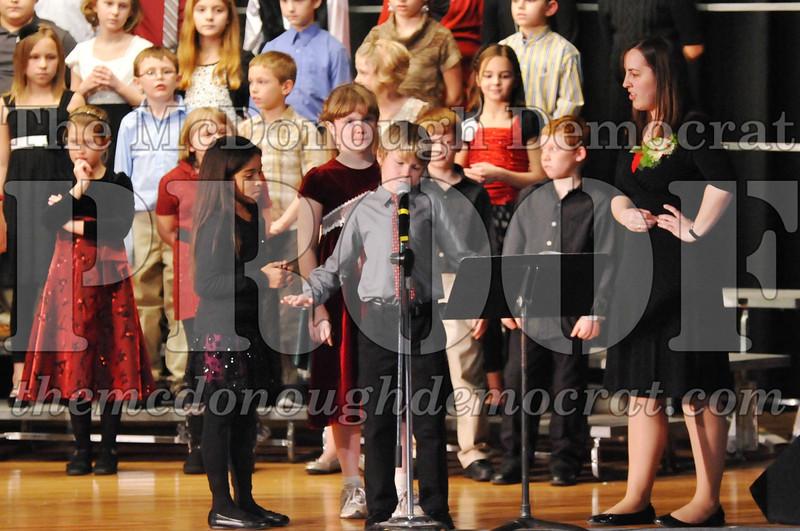 Elem 4-5th gr Christmas Choral Program 12-13-11 034