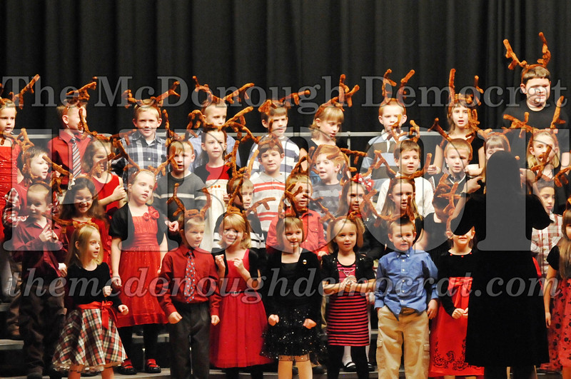 Elem K-1st gr Christmas Choral Program 12-13-11 054