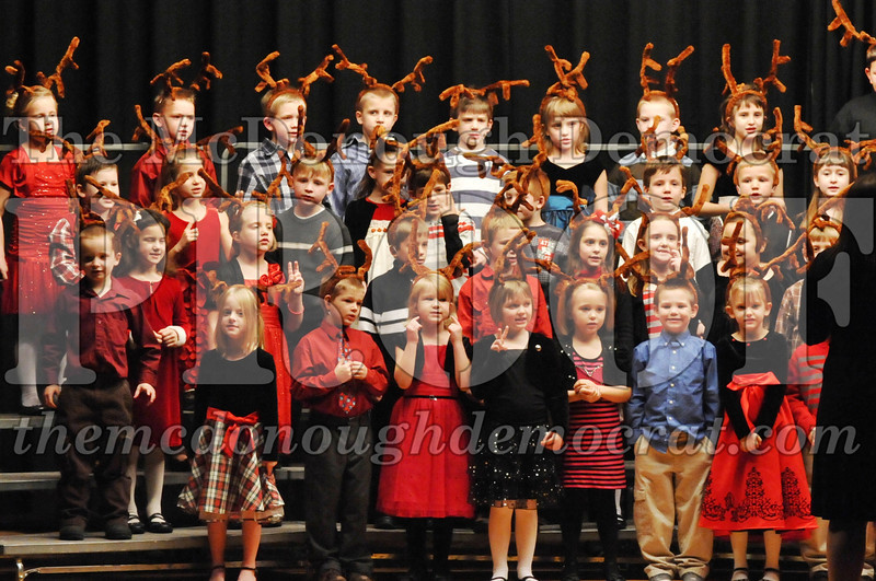 Elem K-1st gr Christmas Choral Program 12-13-11 040