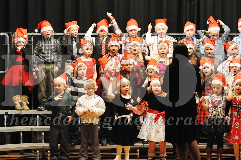 Elem K-1st gr Christmas Choral Program 12-13-11 017