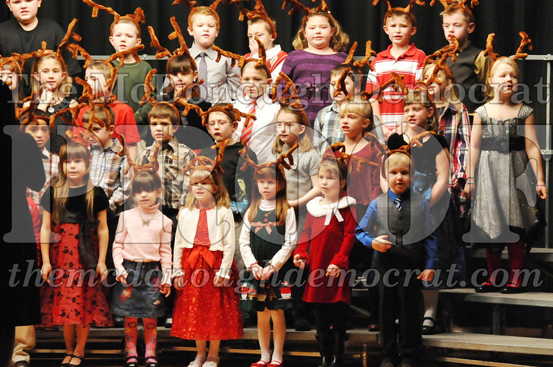 Elem K-1st gr Christmas Choral Program 12-13-11 034