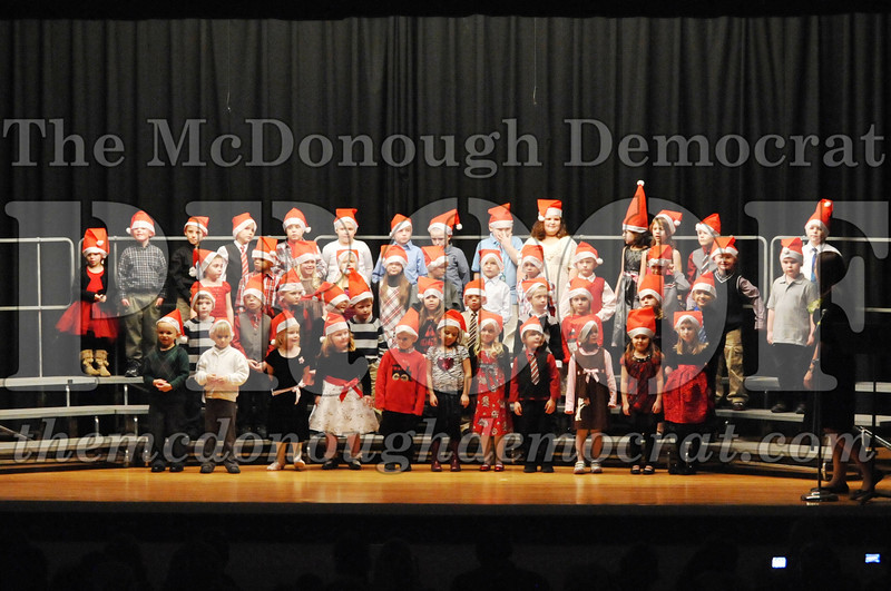 Elem K-1st gr Christmas Choral Program 12-13-11 008