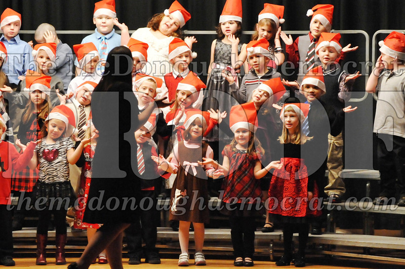 Elem K-1st gr Christmas Choral Program 12-13-11 013