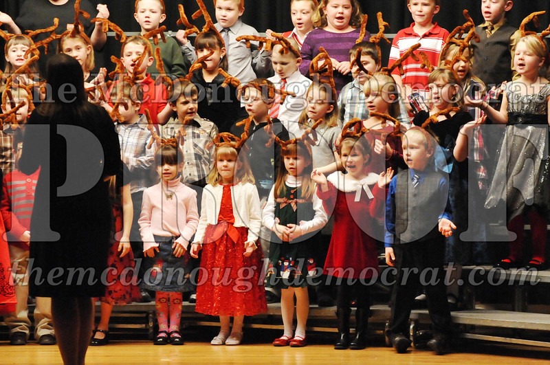 Elem K-1st gr Christmas Choral Program 12-13-11 035