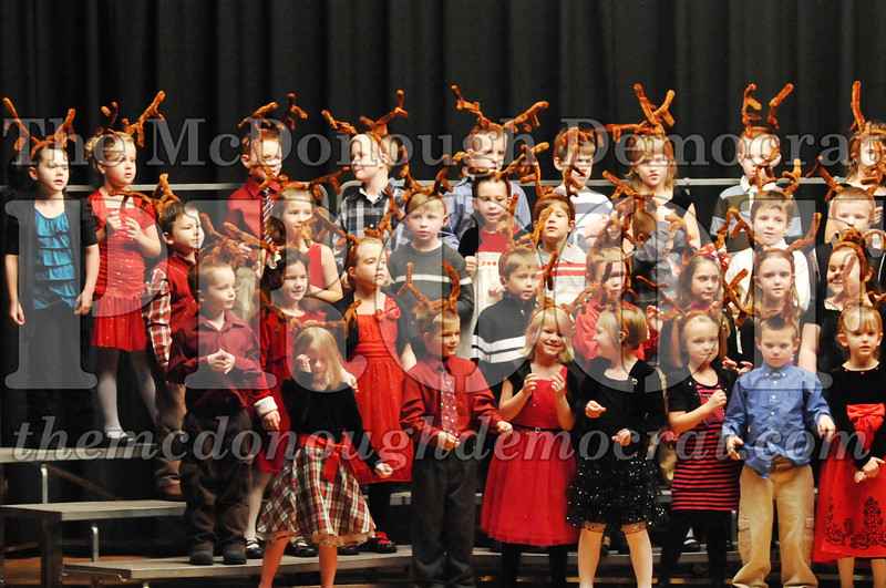Elem K-1st gr Christmas Choral Program 12-13-11 053