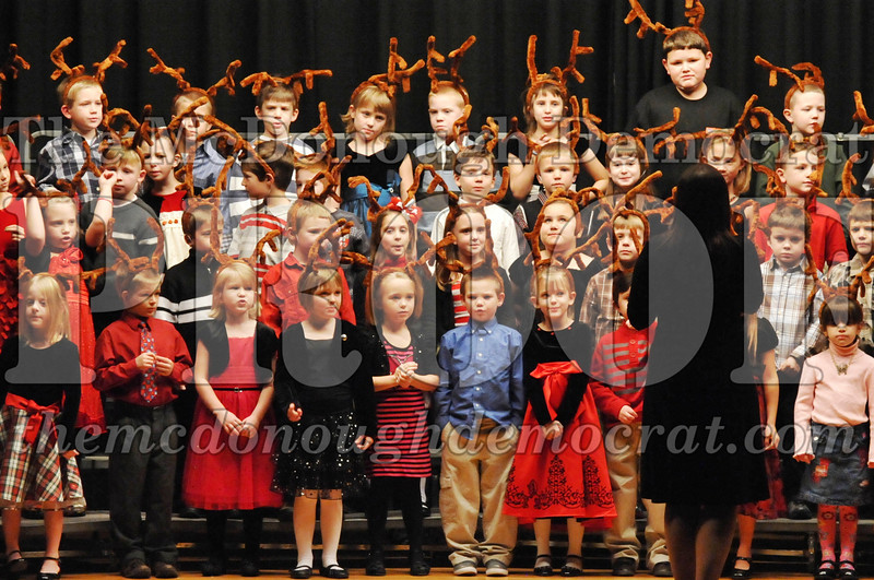 Elem K-1st gr Christmas Choral Program 12-13-11 041