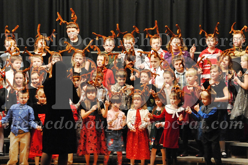 Elem K-1st gr Christmas Choral Program 12-13-11 051