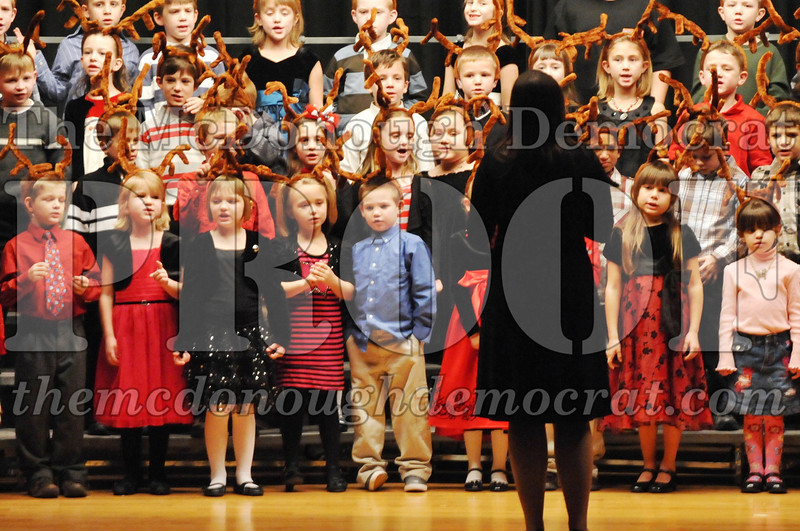 Elem K-1st gr Christmas Choral Program 12-13-11 037