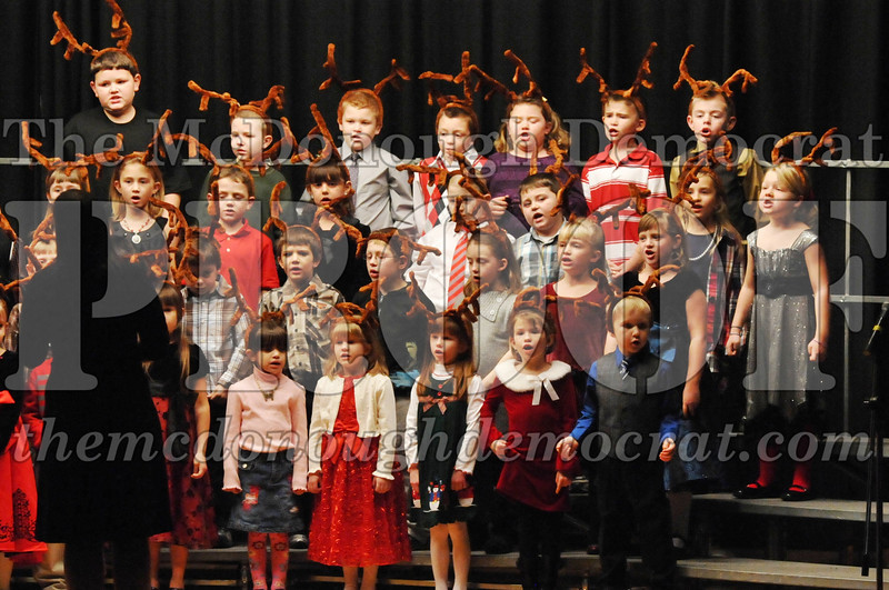 Elem K-1st gr Christmas Choral Program 12-13-11 044