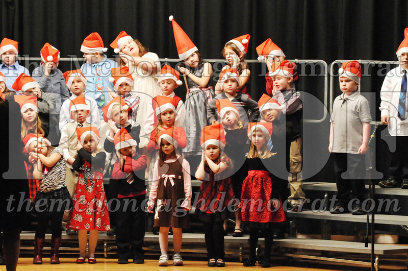 Elem K-1st gr Christmas Choral Program 12-13-11 020