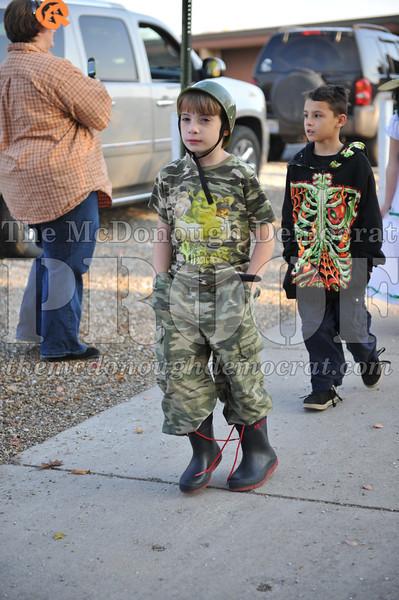 Elem Halloween Parade 10-31-11 034