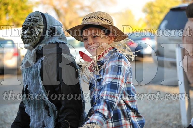 Elem Halloween Parade 10-31-11 013