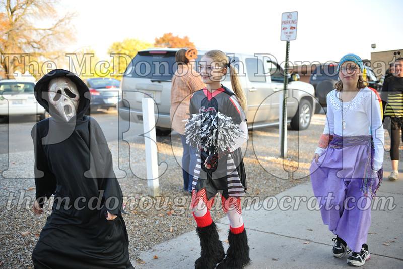 Elem Halloween Parade 10-31-11 018