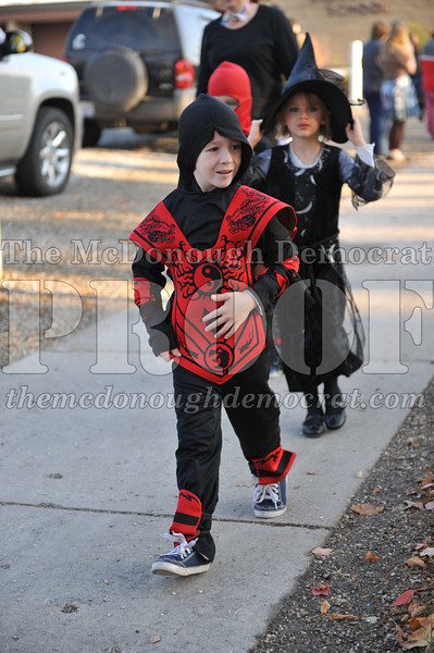 Elem Halloween Parade 10-31-11 048