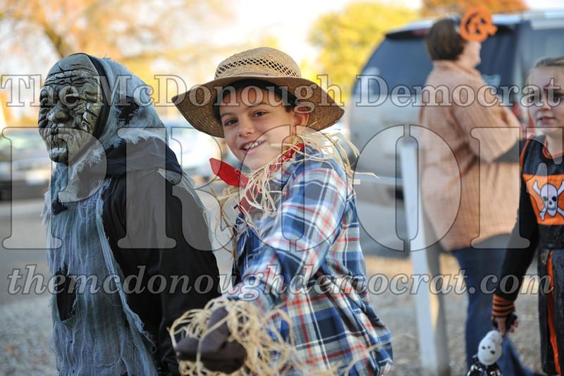 Elem Halloween Parade 10-31-11 012