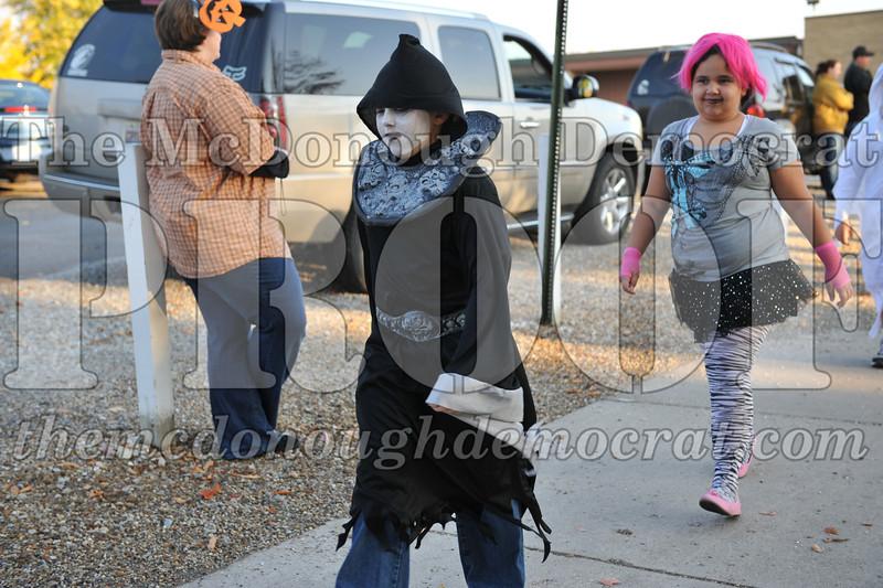 Elem Halloween Parade 10-31-11 003
