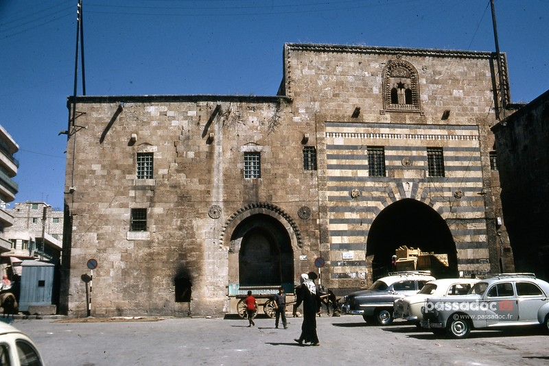 Vieilles voitures à Alep (Syrie) dans les années 1970; old cars in Alep (Syria) in the 70s