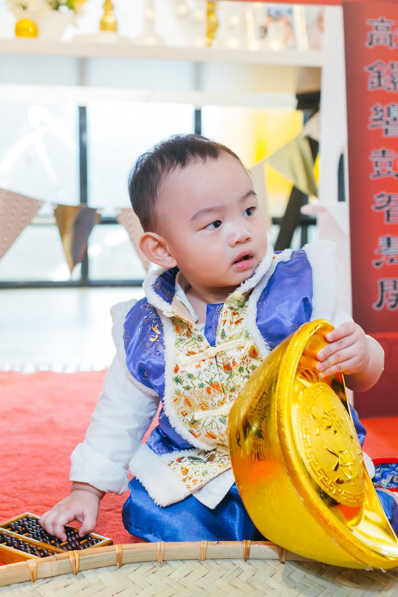 《抓周紀錄生日派對》龍鳳胎親子抓周平面記錄 / 台中小樂圓推薦攝影師