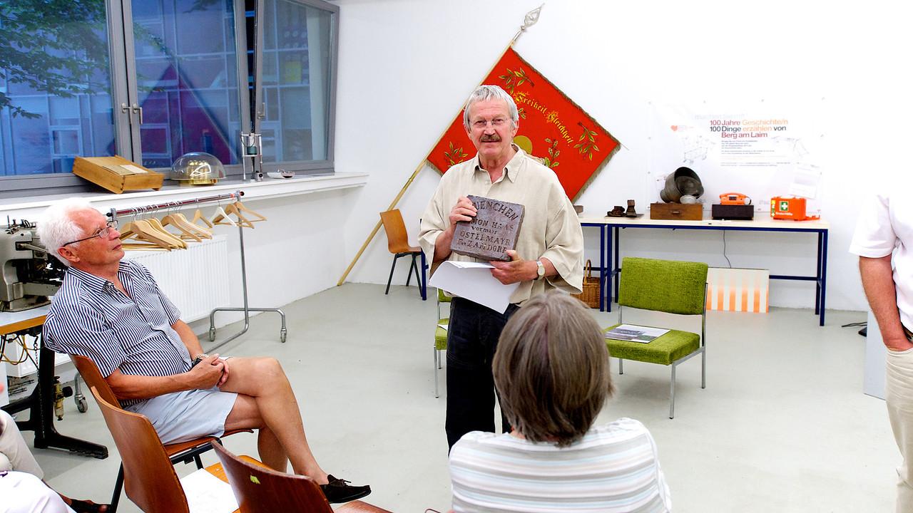 Erstes Erzähl-Cafe | 100 Jahre - 100 Dinge - Geschichten erzählen von Berg am Laim
