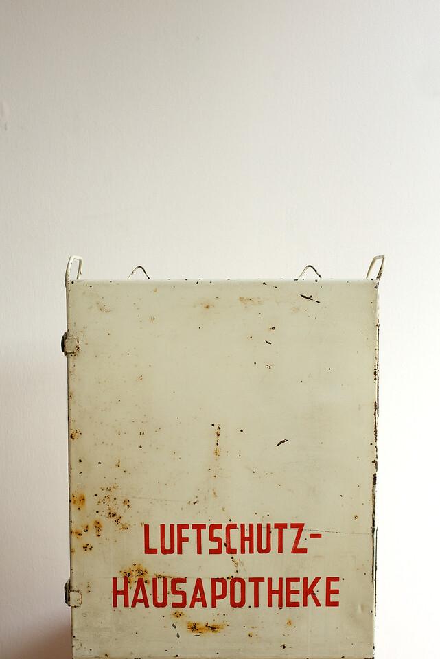 Luftschutz(Keller)-Haus-Apotheke