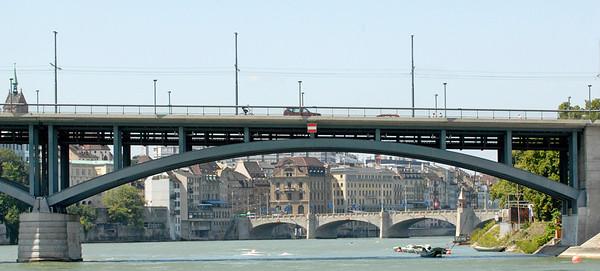 Wettsteinbrücke - Teil mit Mittlerer Brücke im Hintergrund