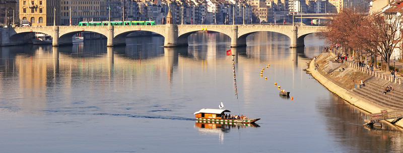 Mittlere Brücke im Sonnenschein