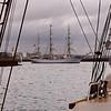 """Le """"Staatsraad Lehmkuhl"""", trois-mâts barque norvégien, sort de l'embouchure le la Penfeld."""