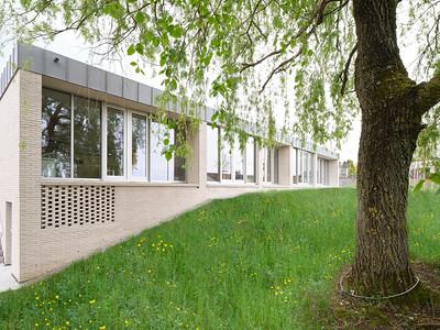 07 Auch im Westen zeichnet sich die Schottenstruktur an der Fassade ab.