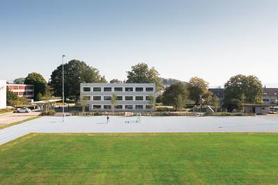 05 Der Neubau orientiert sich zum Sportplatz.