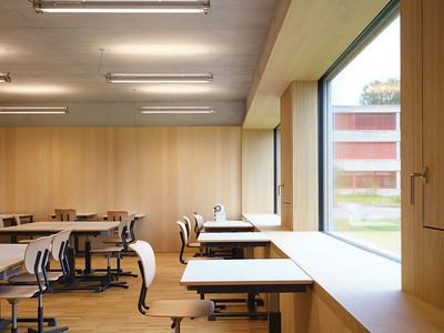 18 Im Erdgeschoss befinden sich die Räume für textiles Werken.