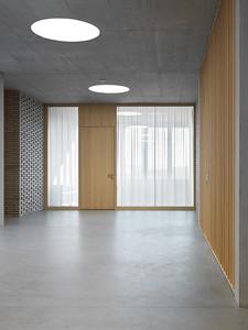 13 Schulhaus Pfeffingen, Erschliessungszone 1. Obergeschoss / verglaster ISF Raum (Integrative Schulungsform)