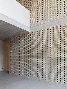 09 Schulhaus Pfeffingen, Doppelgeschossiger Galerieraum