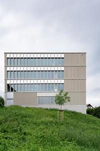 01 Schulhaus Pfeffingen, Ostfassade