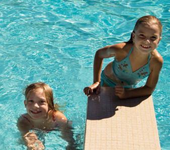 Kate Thomas Keown BBR girls in pool