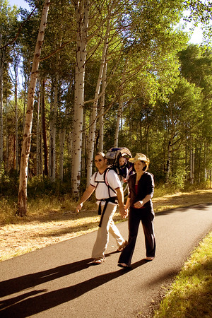 rec_black-butte-ranch_couple-walking-on-bike-path_KateThomasKeown_MG_1046