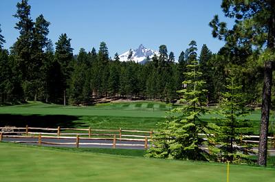 golf_black-butte-ranch_GlazeMeadow-range-Mt Washington_KateThomasKeown_DSC7721